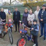 2 Biciclete, Jucării, Dulciuri pentru o Familie cu 6 copii din Hîncești