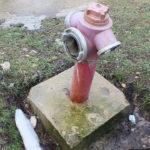 Video! O țeavă de alimentare cu apă pentru Pompieri spartă de mai multe Zile.
