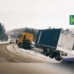 Video! Un autocamion a derapat de pe traseul Hîncești-Mereșeni