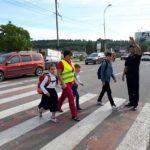 """Drumul spre şcoală, sigur. Campania ,,Bunicii grijulii"""" în plină desfășurare la Hînceşti"""