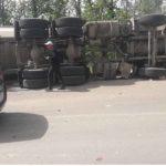 Video! Încă un camion răsturnat în apropiere de s.Rusca