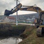 Video ! Primăria Hîncești a demarat lucrările de curățarea canalului de scurgere de pe str.Ștefan Vodă