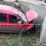 Accident în localitatea Lăpușna ! O mașină a derapat de pe traseu și s-a tamponat într-un pod