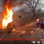 Băieții de la Banca de Bancuri au dat foc la o căruță în semn de protest